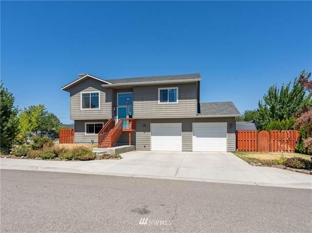 2537 3rd Street NE, East Wenatchee, WA 98802 (MLS #1814307) :: Community Real Estate Group