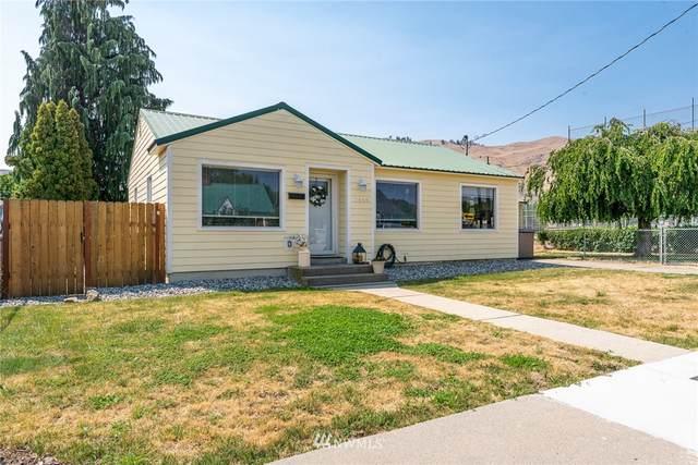 1045 Dakota Street, Wenatchee, WA 98801 (#1814725) :: Keller Williams Realty