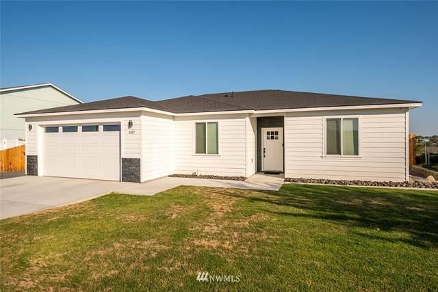 1017 W Windrose Drive, Moses Lake, WA 98837 (#1816821) :: Ben Kinney Real Estate Team