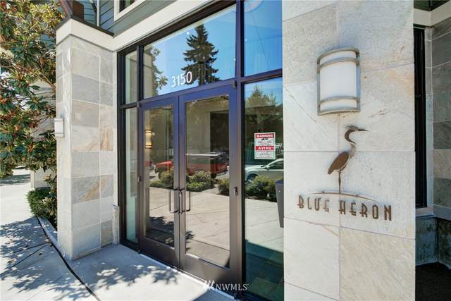 3150 W Government Way #202, Seattle, WA 98199 (#1816931) :: Lucas Pinto Real Estate Group