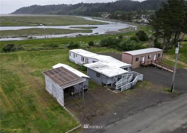 4217 Lagoon Drive, Tokeland, WA 98590 (#1819181) :: Northern Key Team