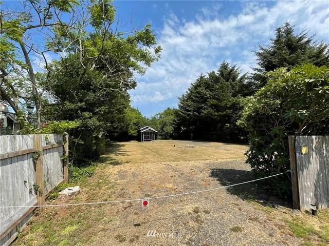180 N Narwhal Loop NW, Ocean Shores, WA 98569 (#1820398) :: Pickett Street Properties