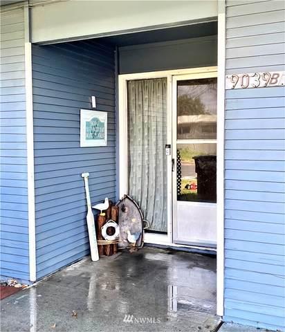 9039 Forrestal Lane B, Moses Lake, WA 98837 (#1821477) :: Stan Giske