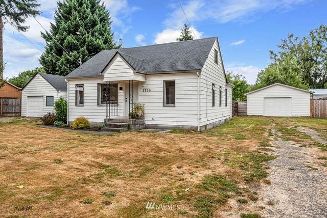 3256 Pine Street, Longview, WA 98632 (#1828629) :: Stan Giske