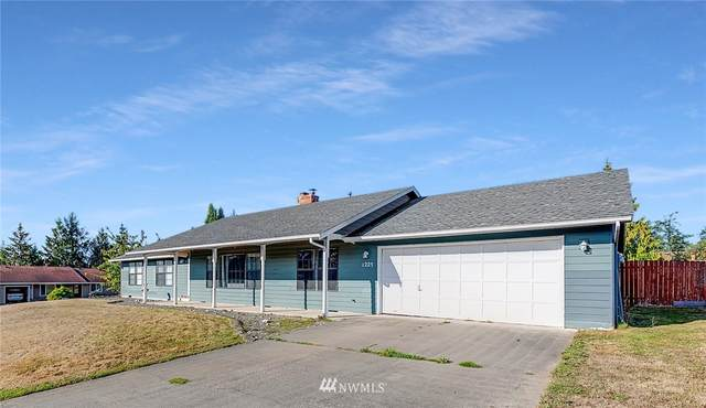 1225 SW Barrington Drive, Oak Harbor, WA 98277 (#1837946) :: Better Properties Real Estate