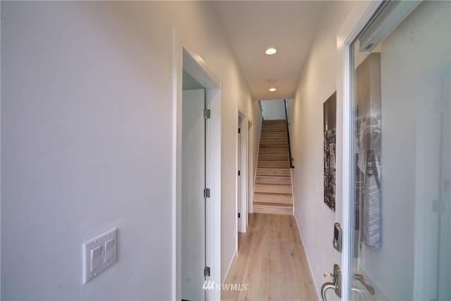 8817 D Midvale Avenue N, Seattle, WA 98103 (#1838981) :: Neighborhood Real Estate Group