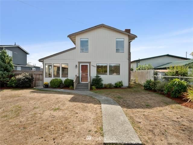 1009 W Young Street, Elma, WA 98541 (MLS #1840066) :: Reuben Bray Homes