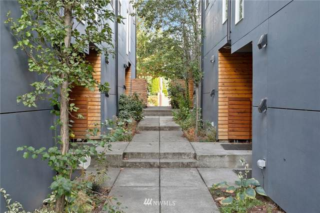 9067 17th Avenue SW, Seattle, WA 98106 (#1841335) :: The Snow Group