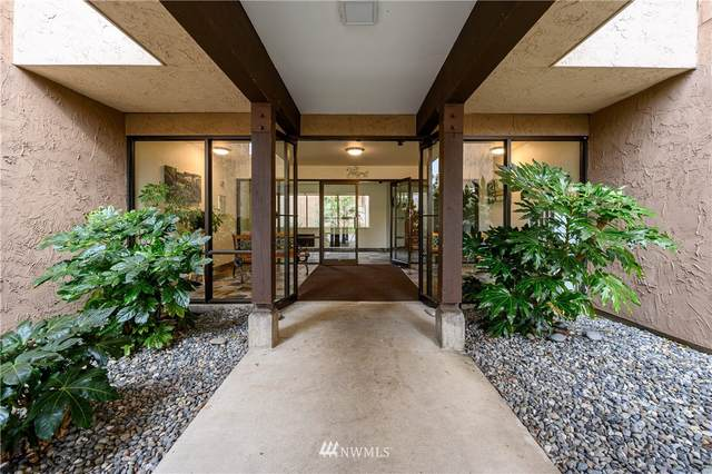 2021 N Laventure Road #402, Mount Vernon, WA 98273 (#1846338) :: Ben Kinney Real Estate Team