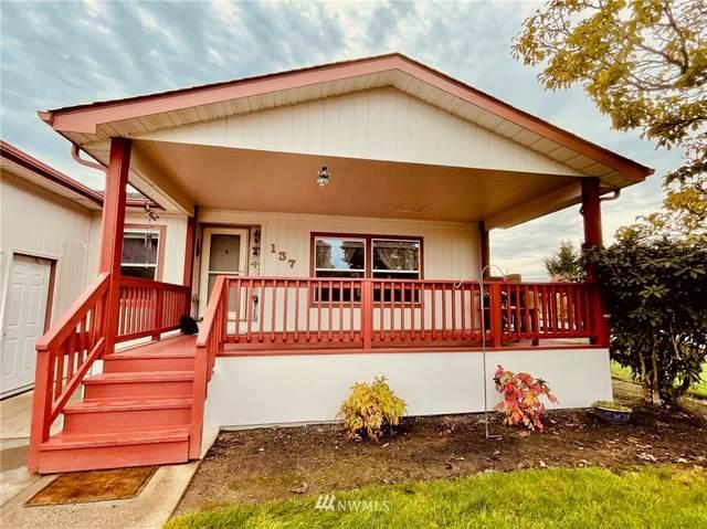 137 Blue Heron Drive, Longview, WA 98632 (#1856139) :: Stan Giske
