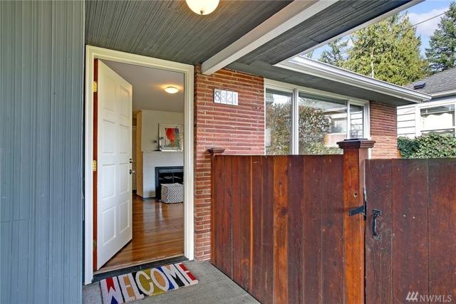 8821 15th Ave NE, Seattle, WA 98115 (#1248496) :: Homes on the Sound