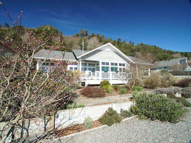 25925 75th Ave SW, Vashon, WA 98070 (#1260217) :: Alchemy Real Estate
