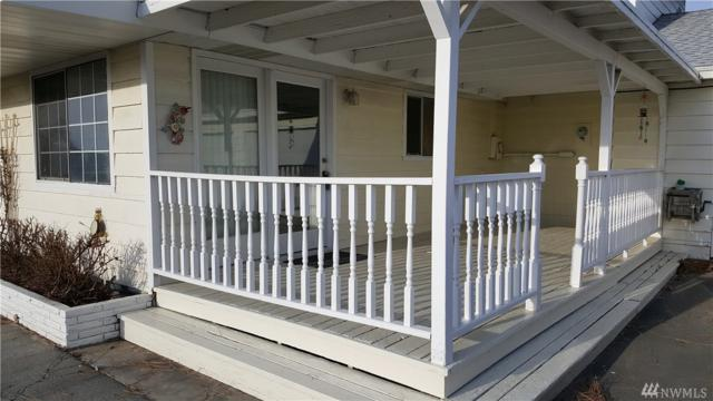 904 E Lark, Moses Lake, WA 98837 (#1386657) :: Homes on the Sound