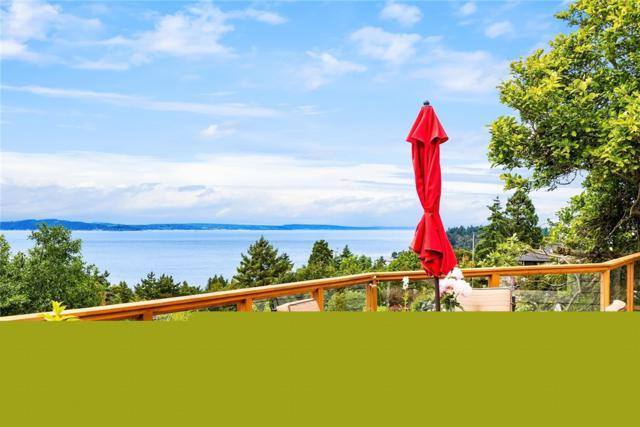 10001 Marine View Dr SW, Seattle, WA 98146 (#1471603) :: The Kendra Todd Group at Keller Williams