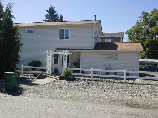 217 SW 106TH, Seattle, WA 98146 (#1618818) :: The Kendra Todd Group at Keller Williams