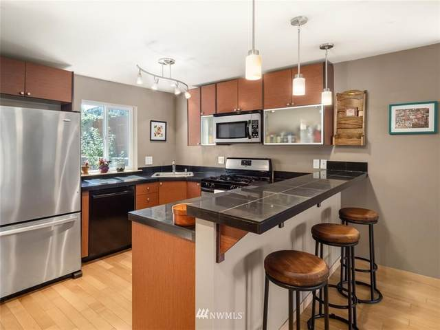4838 S Chicago Street F, Seattle, WA 98118 (#1648681) :: Hauer Home Team