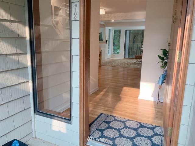 3927 108TH Avenue NE A102, Bellevue, WA 98004 (#1655035) :: Ben Kinney Real Estate Team