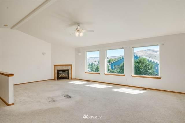 524 N Cedar Wood Ln., Wenatchee, WA 98801 (#1655307) :: Urban Seattle Broker