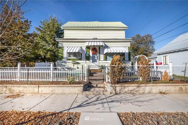 204 N Chelan Avenue, Waterville, WA 98858 (#1669866) :: The Robinett Group
