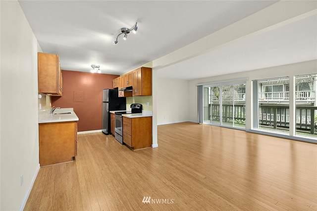 2500 81st Avenue SE #123, Mercer Island, WA 98040 (#1726114) :: McAuley Homes