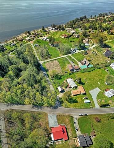 957 SW Camano Drive, Camano Island, WA 98282 (#1759814) :: Alchemy Real Estate