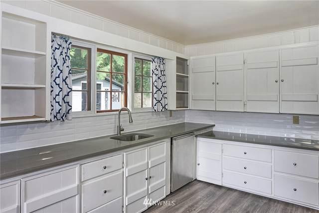 21610 44th Avenue W, Mountlake Terrace, WA 98043 (#1812347) :: Stan Giske