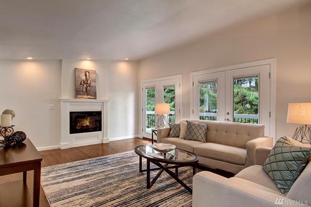 3925 NE 110th St, Seattle, WA 98125 (#1105410) :: Ben Kinney Real Estate Team
