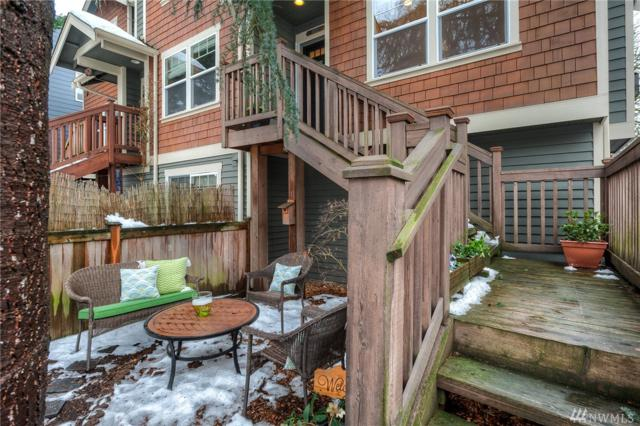927 18TH Ave C, Seattle, WA 98122 (#1409838) :: Homes on the Sound