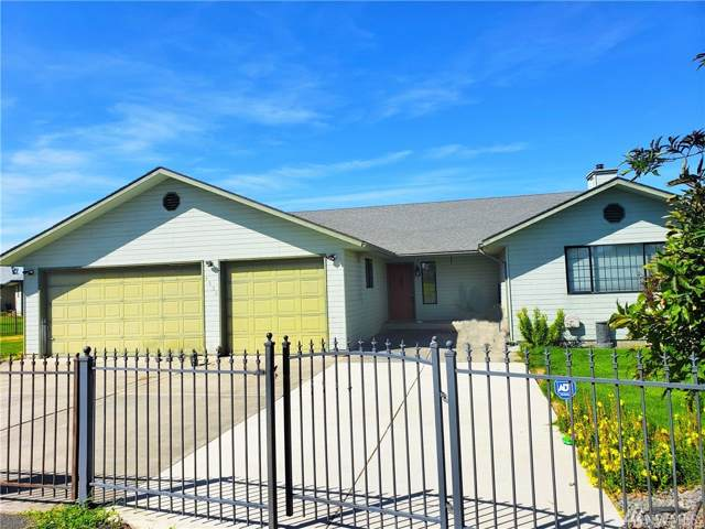 4950 Bluff Dr NE, Moses Lake, WA 98837 (#1501283) :: NW Home Experts