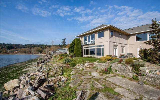 4576 Point White Dr NE, Bainbridge Island, WA 98110 (#1546984) :: Real Estate Solutions Group