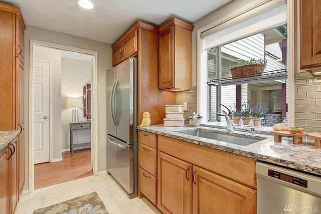 4233 220th Place SE, Issaquah, WA 98029 (#1582554) :: McAuley Homes