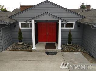 6302 Wilson Ave S, Seattle, WA 98118 (#1089861) :: Ben Kinney Real Estate Team