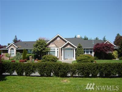 1000 Belfair Lane, Bellevue, WA 98004 (#1102588) :: Ben Kinney Real Estate Team
