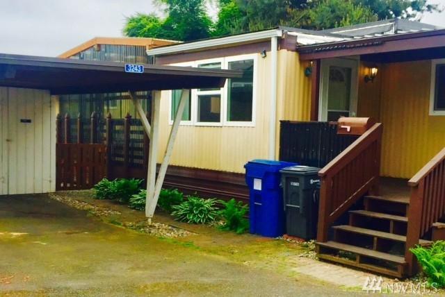 3243 S 182nd St, SeaTac, WA 98188 (#1124397) :: Ben Kinney Real Estate Team