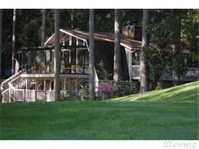 11136 Country Club Dr, Anderson Island, WA 98303 (#1131039) :: Ben Kinney Real Estate Team