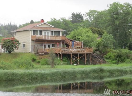 16651 Hwy 112, Clallam Bay, WA 98326 (#1137072) :: Homes on the Sound