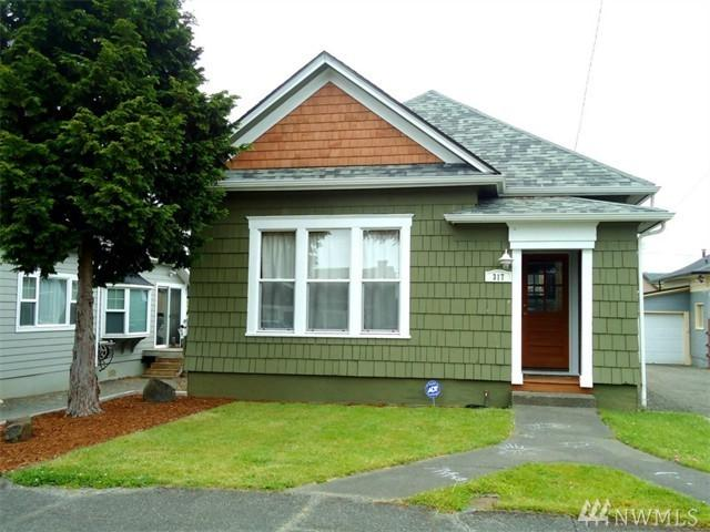317 L St, Hoquiam, WA 98550 (#1139917) :: Ben Kinney Real Estate Team
