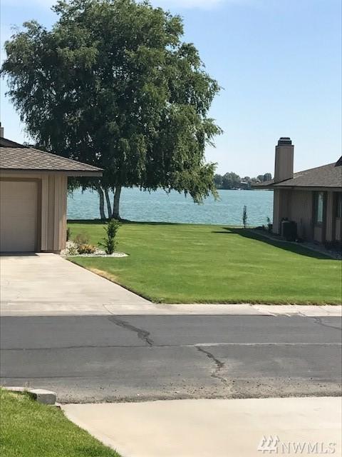 807 Westshore Dr NE F-20, Moses Lake, WA 98837 (#1140482) :: Ben Kinney Real Estate Team