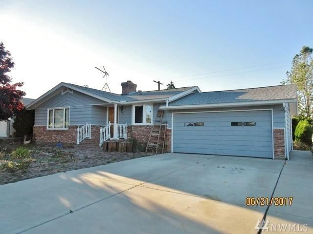 807 W Orchard Ave, Selah, WA 98942 (#1148897) :: Ben Kinney Real Estate Team