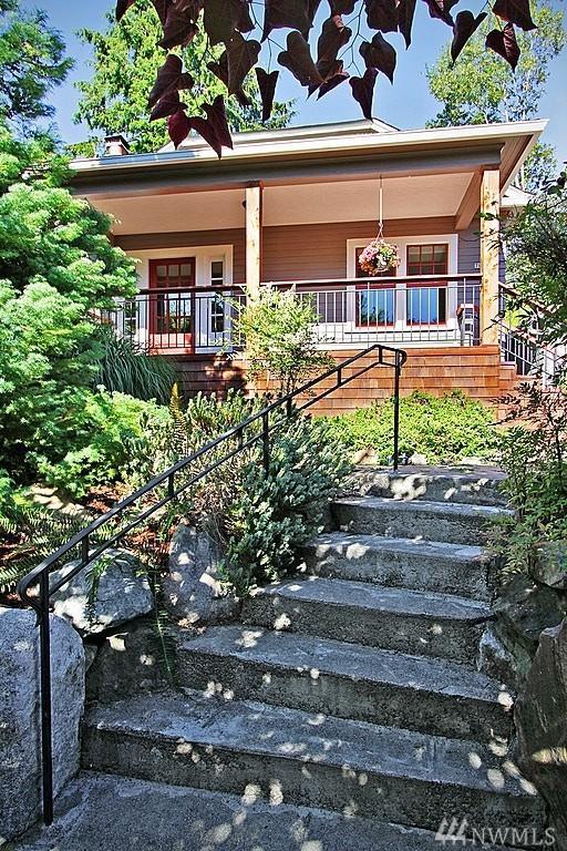 7041 19th Ave NE, Seattle, WA 98115 (#1166820) :: Beach & Blvd Real Estate Group