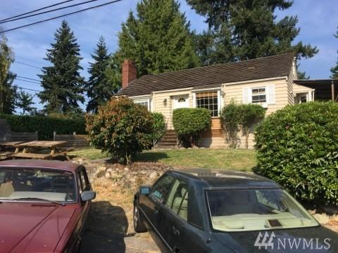 12832 Ashworth Ave N, Seattle, WA 98133 (#1177988) :: Alchemy Real Estate