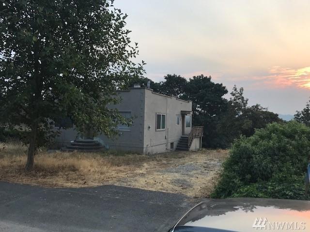 1515 Lake Ave S, Renton, WA 98055 (#1195689) :: Ben Kinney Real Estate Team