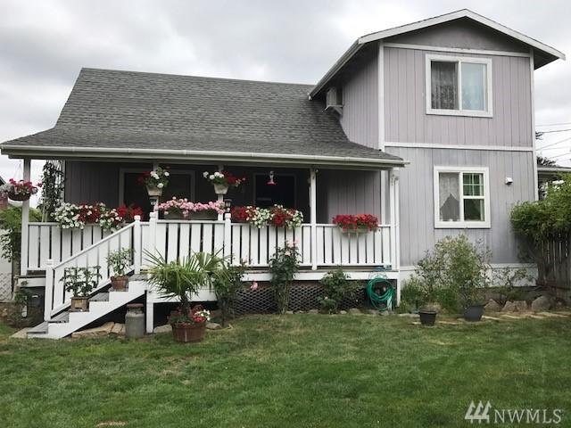 412 4th St, Carbonado, WA 98323 (#1198230) :: Keller Williams Realty Greater Seattle