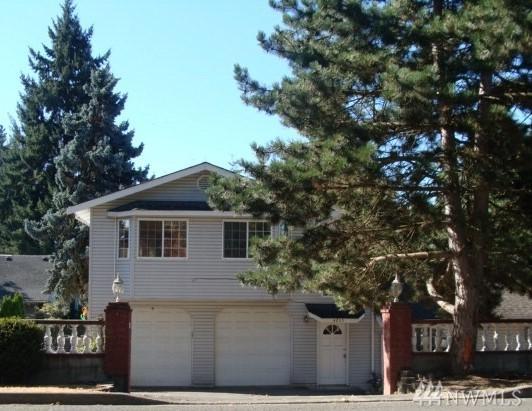 4215 S 144TH St, Tukwila, WA 98168 (#1208550) :: Ben Kinney Real Estate Team