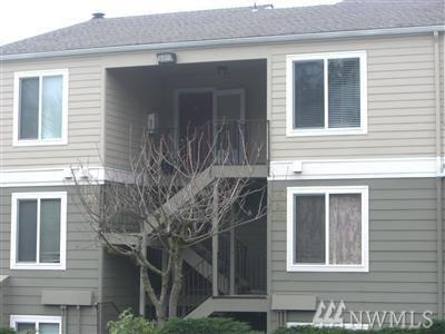 3233 NE 12th St #308, Renton, WA 98056 (#1225078) :: Keller Williams - Shook Home Group