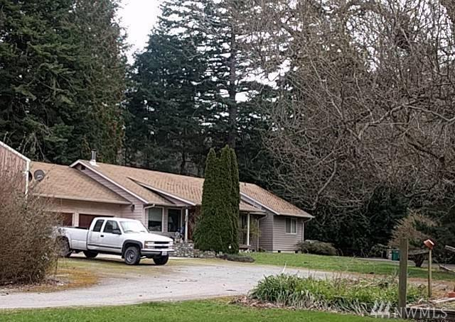 2150 Breezy Point Rd, Camano Island, WA 98282 (#1225303) :: Pettruzzelli Team