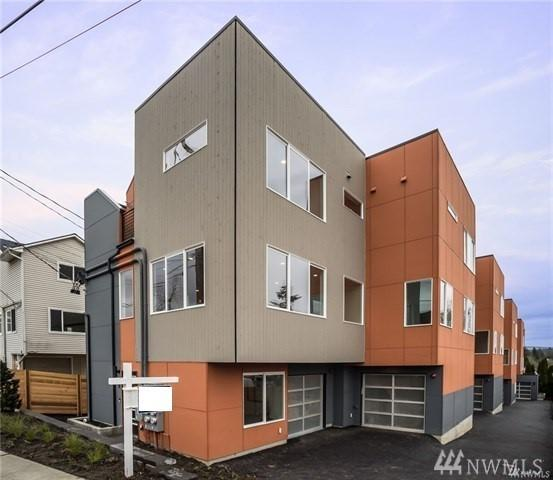 7536 43rd Ave S A, Seattle, WA 98118 (#1238293) :: Homes on the Sound