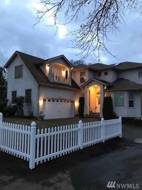 4593 S 192nd St, SeaTac, WA 98188 (#1244856) :: Keller Williams - Shook Home Group
