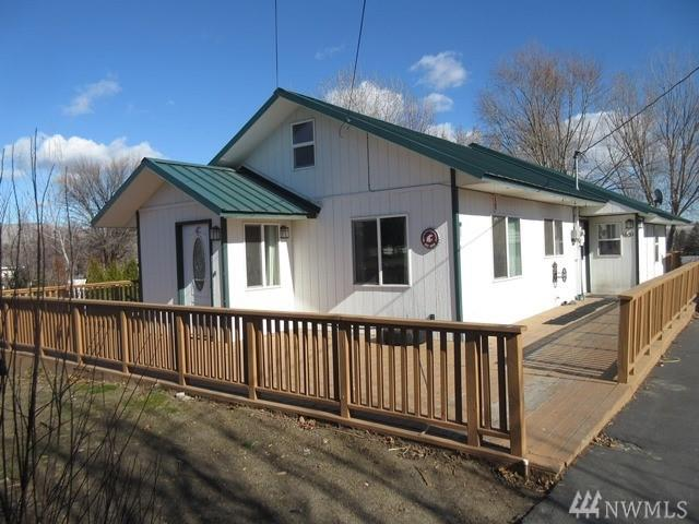 1631 Selah Loop Rd, Selah, WA 98942 (#1247482) :: Morris Real Estate Group