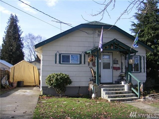 1135 7th Ave, Longview, WA 98632 (#1248475) :: Carroll & Lions